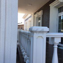 Ballysinu dlya balkonov terras s ustanovkou pod kluz015