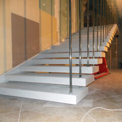 Лестница на заказ кварцит