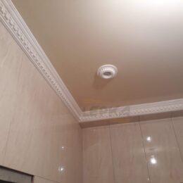 Карнизы в ванной под натяжной потолок