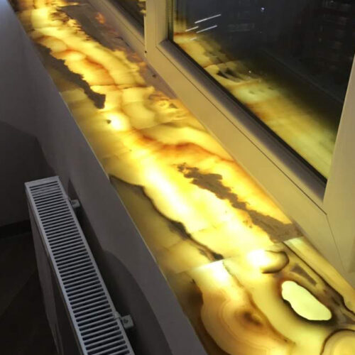 Подоконник с подсветкой из камня