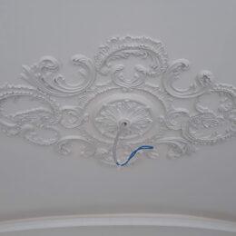 Гипсовая Потолочная Розетка На Потолке Фото