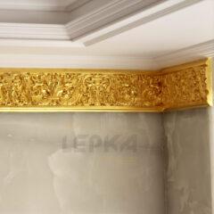 Покрытие фриза сусальным золотом
