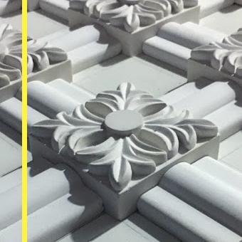 Особенности производства изделия из гипса, стеклопластика, полимербетона